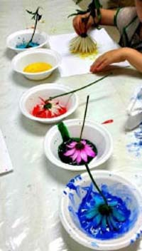 Gradinita Irina - micul artist - pictura cu flori si frunze